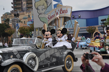 de parade met Mickey en Minnie en ...